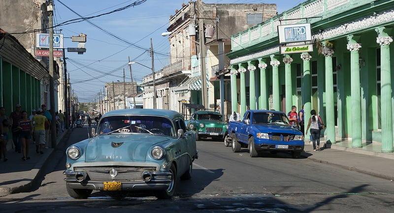 Photo:Máquinas viejas (Rusas o americanas) por las calles de la ciudad de Cienfuegos,Cuba. By:lezumbalaberenjena