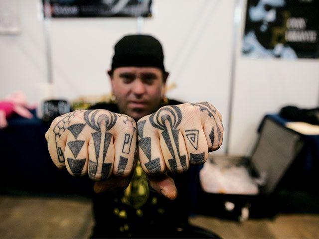 lrap_0809_12_z+tattoo_expo_monterrey_mexico+knuckle_tattoos